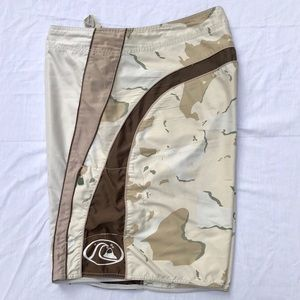 Quiksilver Board Shorts / Surf Trunks Mens Size 42